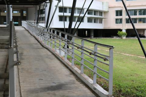 สิ่งอำนวยความสะดวกในอาคารสำหรับผู้พิการหรือทุพพลภาพ และคนชรา อาคารเฉลิมพระเกียรติฯ
